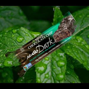 חטיף בריאות טבעוני NuGo Dark – בטעם שוקולד מנטה (מארז של 12 יח')